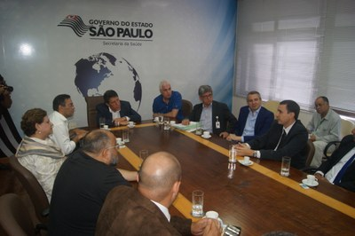 Vereadores se reúnem com secretário estadual de Saúde em São Paulo