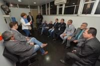 Parlamentares se reúnem com representante dos aposentados e pensionistas municipais